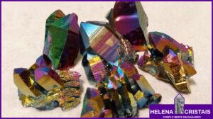 Quartzo Aura Titânio e seus significados e propriedades